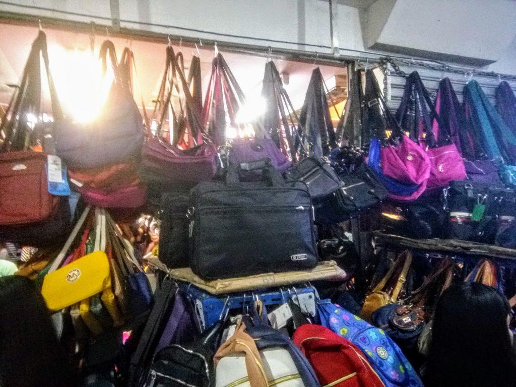 138モールのブランドバッグ