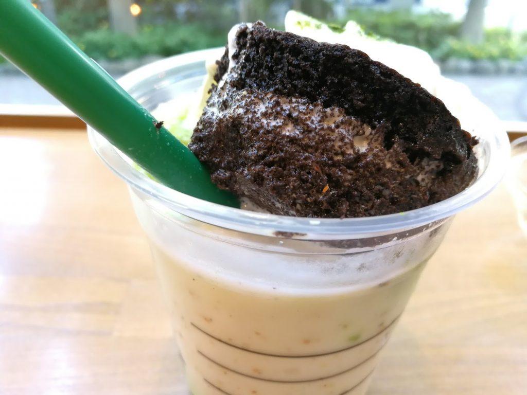チョコレートケーキトップフラペチーノ with 抹茶のチョコレートケーキ