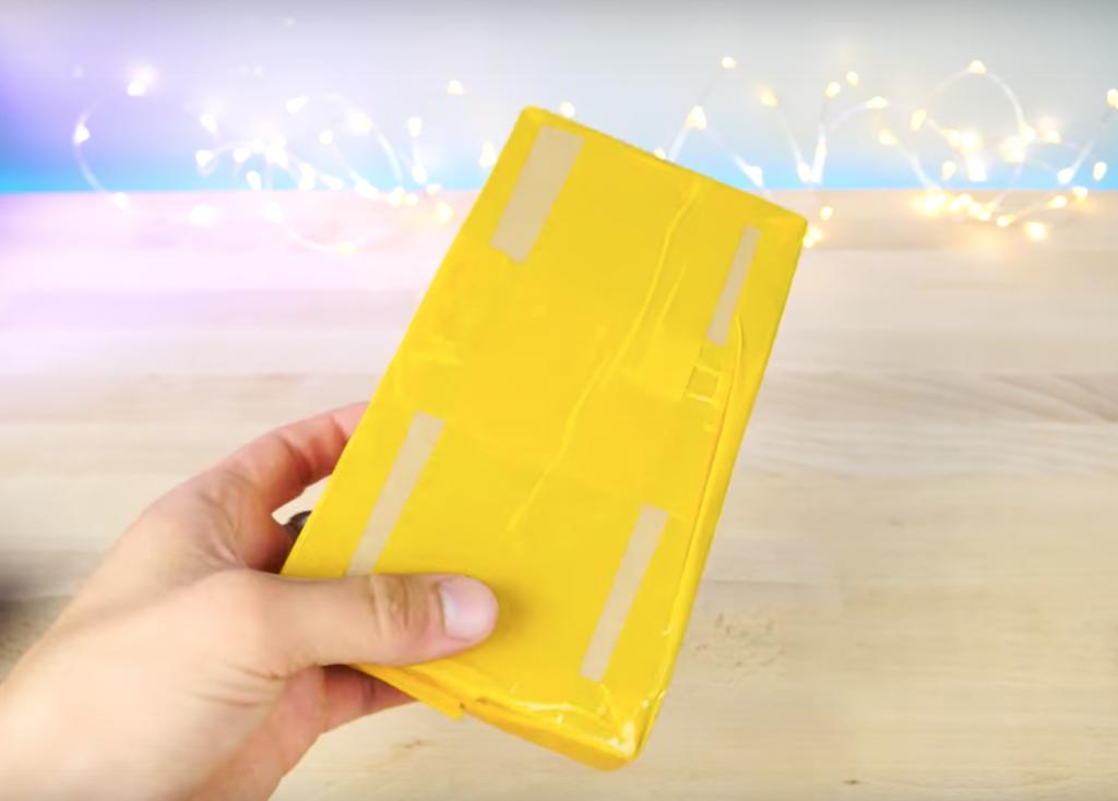 iPhone8用の保護フィルムの箱