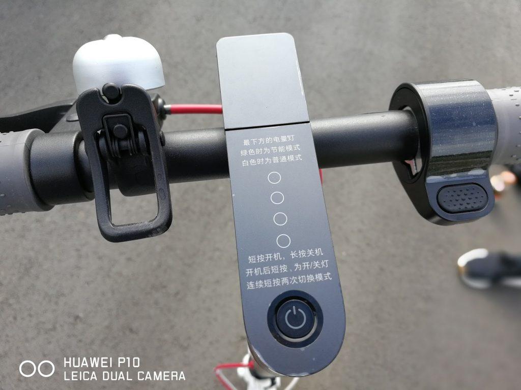シャオミの電動スクーターm365のハンドル操作部分