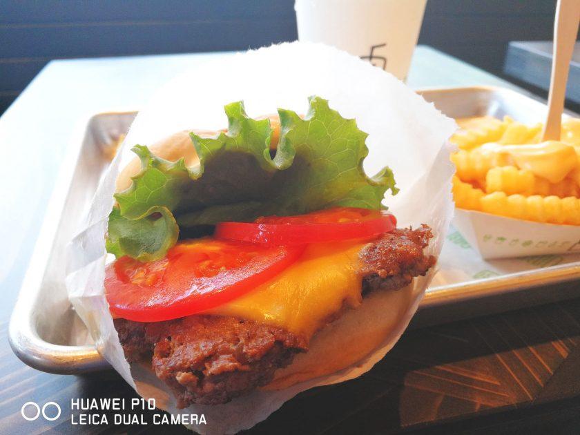 シェイクシャックサザンテラス新宿店でシェイクシャックバーガーを実食