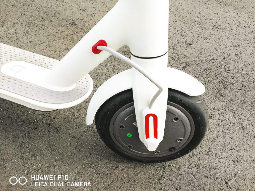シャオミの電動スクーターm365のフロントタイヤ