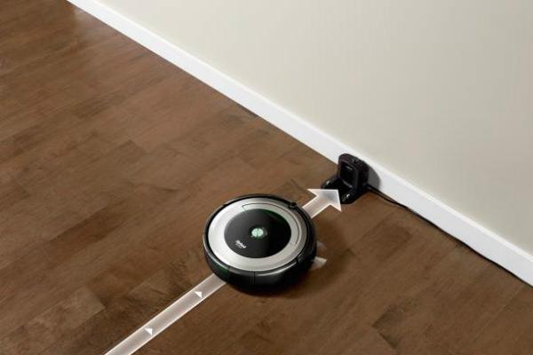 ルンバ690の3段階クリーニングシステムによる確かな清掃力や清掃が終了すると自動でホームベースに戻る自動充電機能