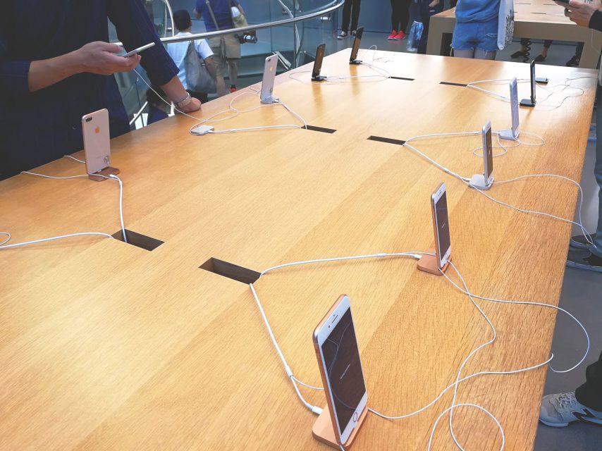 iPhone8をアップルストア表参道で実機レビュー