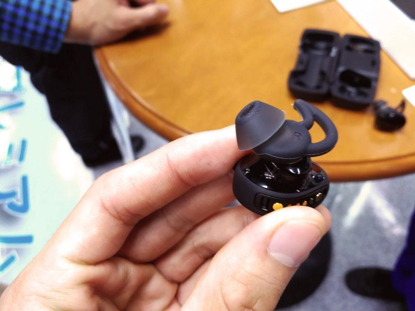 bose初の完全ワイヤレスイヤホンBose SoundSport Free wireless headphones本体