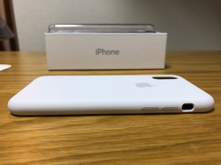 iphoneXのapple純正シリコンケースのホワイトの右側