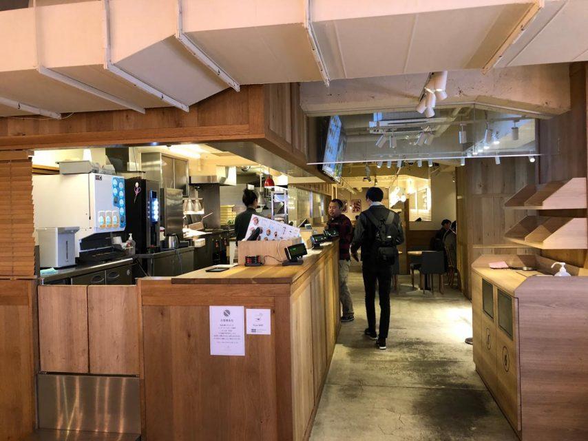 the-3rd-burger-サードバーガー新宿大ガード店の店内