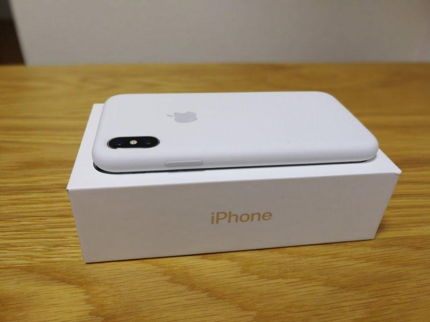 iphoneXのapple純正シリコンケースのホワイトを装着