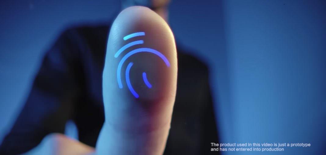vivoの画面埋め込み型指紋センサーclearidを使用している様子