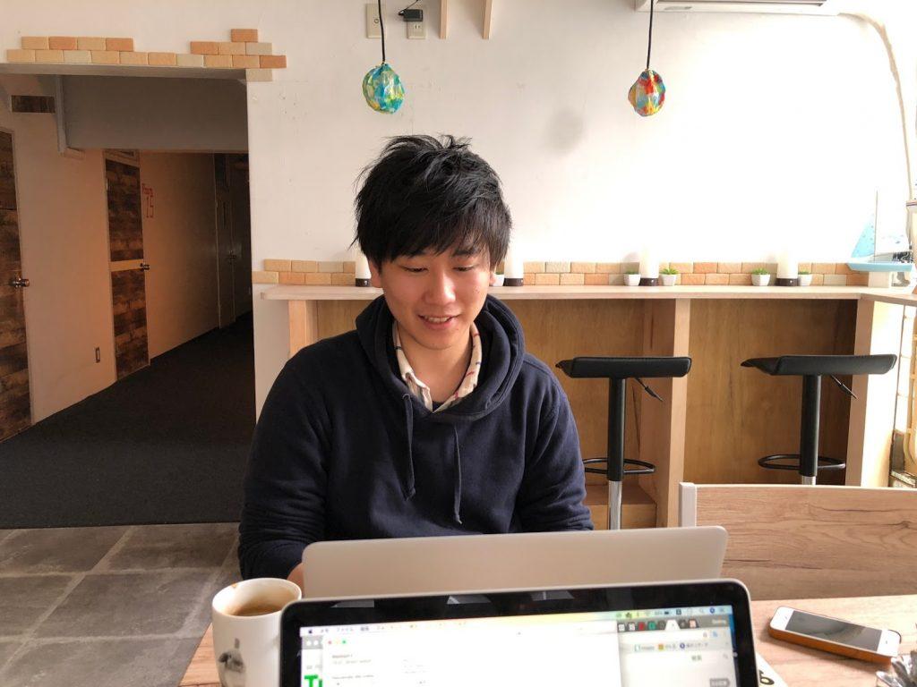 個人間のモノ置きシェアサービス「モノオク(MonooQ)」の阿部祐一社長のインタビュー