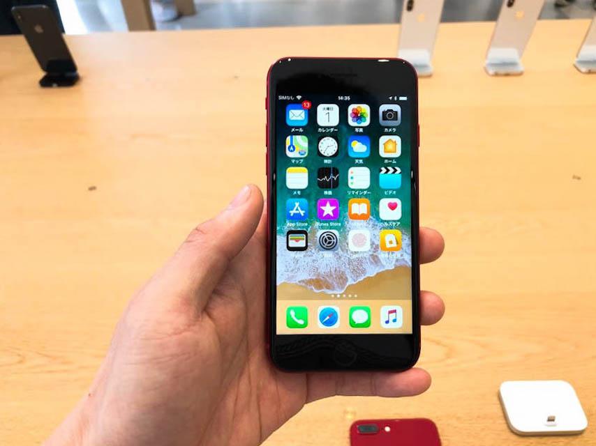 appleストア新宿のiPhone8_productredのディスプレイ