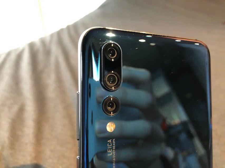 huawei_p20_Midnight Blueのleicaトリプルカメラ