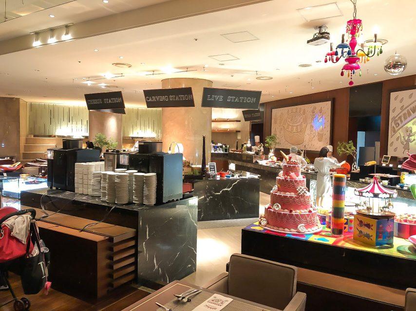 ヒルトン東京マーブルラウンジでデザート&ディナーいちごブッフェのラウンジの様子