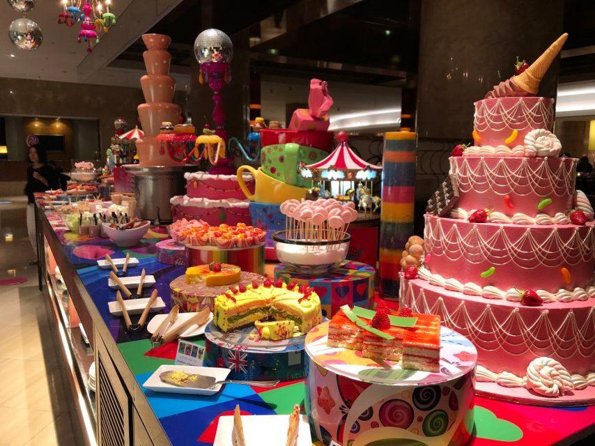 ヒルトン東京マーブルラウンジでデザート&ディナーいちごブッフェのストロベリー・サイケデリック 60s