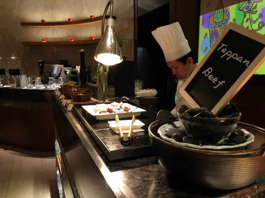 ヒルトン東京マーブルラウンジでデザート&ディナーいちごブッフェの鉄板焼き