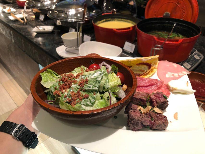 ヒルトン東京マーブルラウンジでデザート&ディナーいちごブッフェを満喫