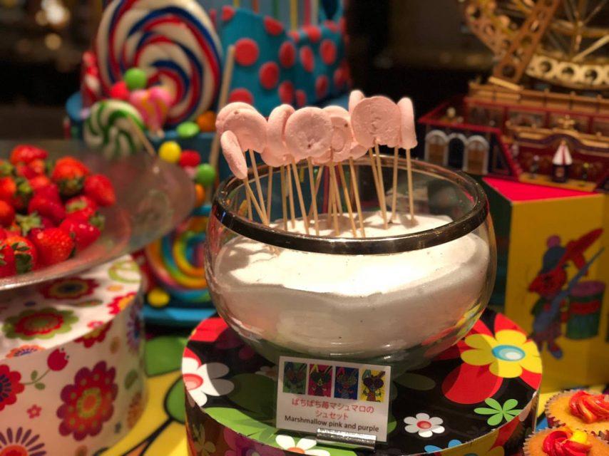 ヒルトン東京マーブルラウンジでデザート&ディナーいちごブッフェのパチパチ苺マシュマロのシュセット