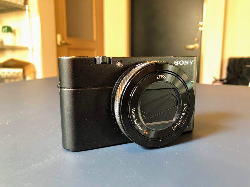 sony_RX100V_DSC-RX100M5の正面右デザイン