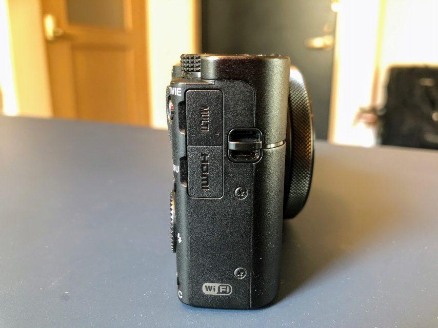 最強のコンデジsony_RX100V_DSC-RX100M5の右側面