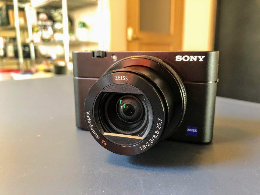 sonyのコンパクトデジタルカメラrx500mの写真