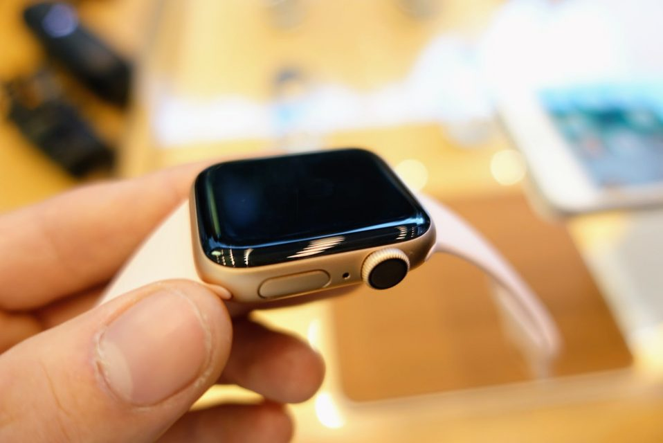 apple_watch_series4の40mmゴールドモデルの画面のDigital Crown