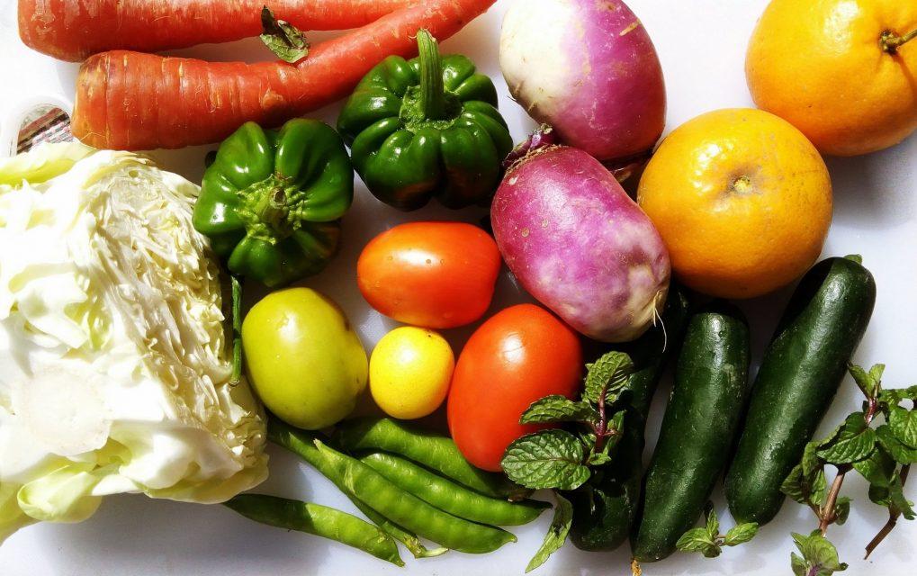 14種類の野菜パウダー、ビタミン11種類、ミネラル6種類を配合した置き換えダイエットに最適なパーフェクトスムージープロテインストロベリー&キウイ