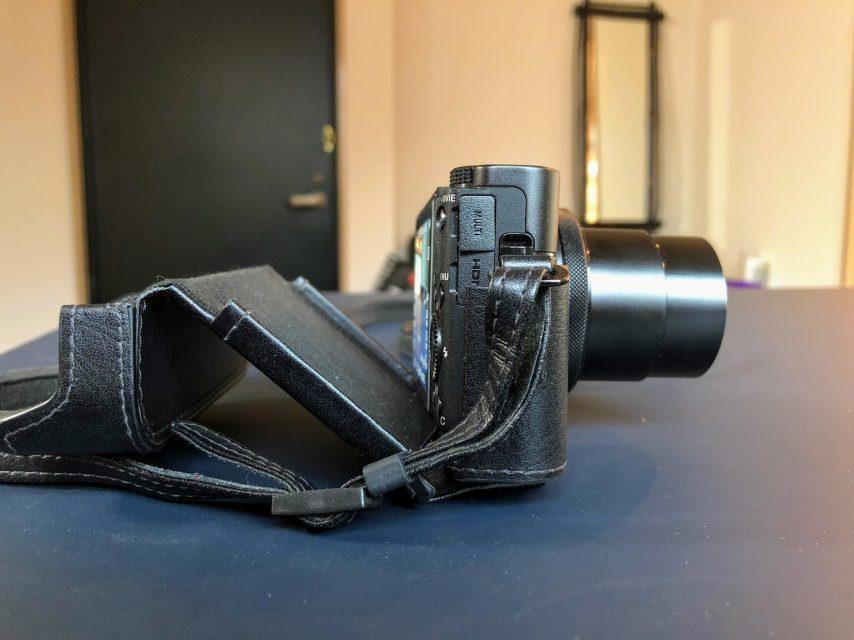 ジャケットケース ブラック LCJ-RXFをrx100m5に装着した側面